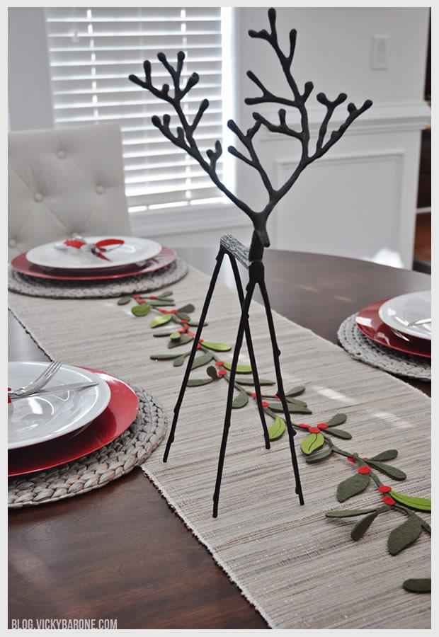 Simple Christmas Table Setting Vicky Barone