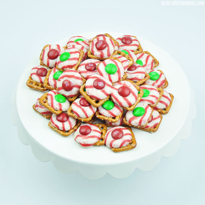 Peppermint Pretzel Kisses | Vicky Barone